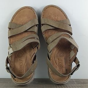 Born leather flat sandals size 9